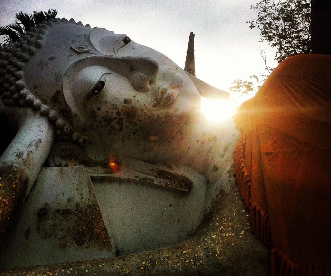 ayutaya bouddha temple sunset thailand
