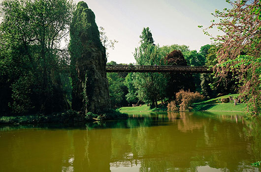 Parc buttes chaumont Paris Sentier de grande randonnée