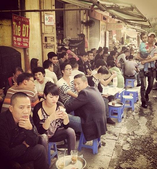 Café rue hanoi vieux quartier vietnam