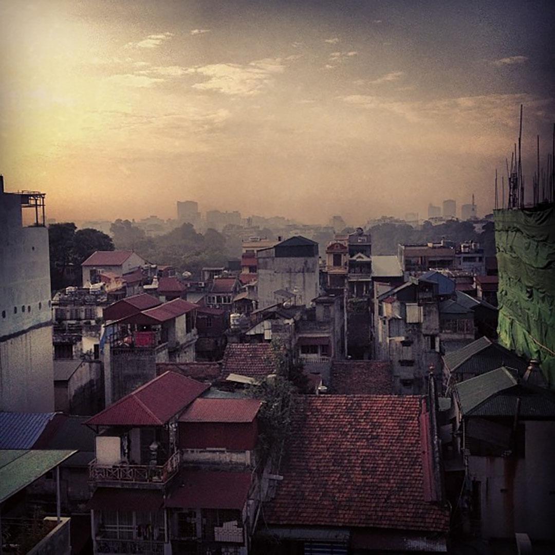 Hanoi vue chambre hotel calypso suites vietnam lever du soleil