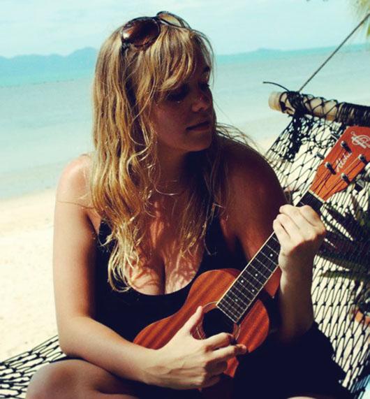 Heloise moi voyageuse ukulele koh samui beach thailande