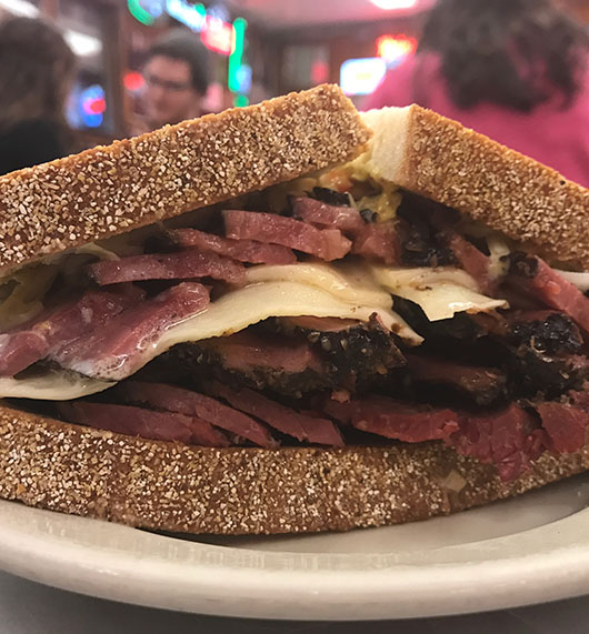 Katz Delicatessen pastrami sandwich new york east village quand harry rencontre sally