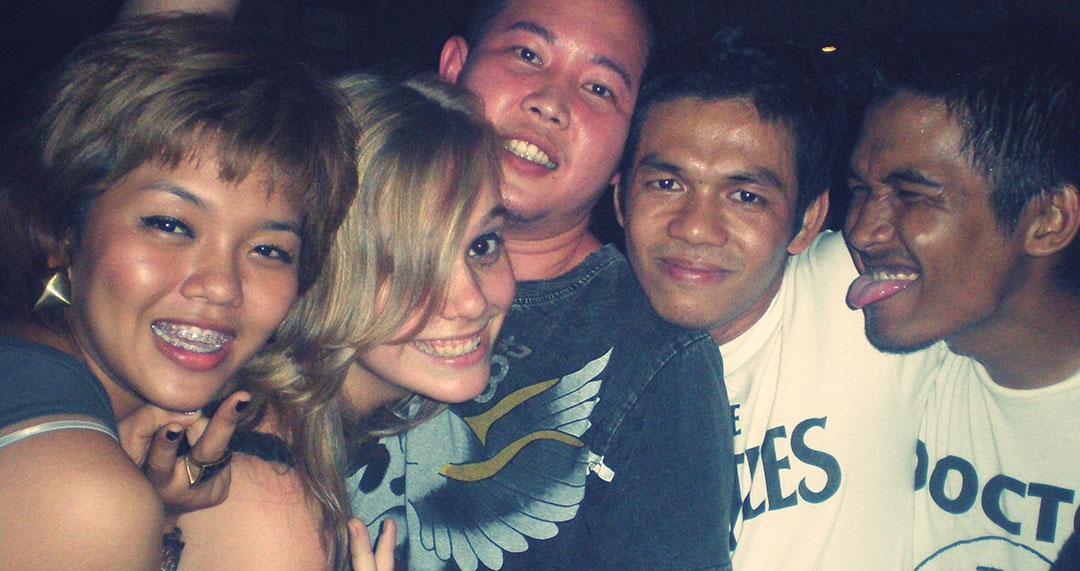 Moi voyageuse party friends bangkok thailand 2