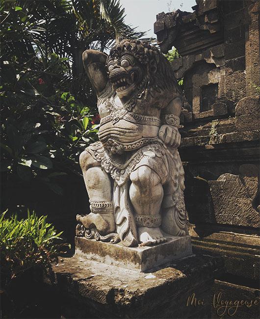 Tanah Lot Bali Indonésie chauve souris statue