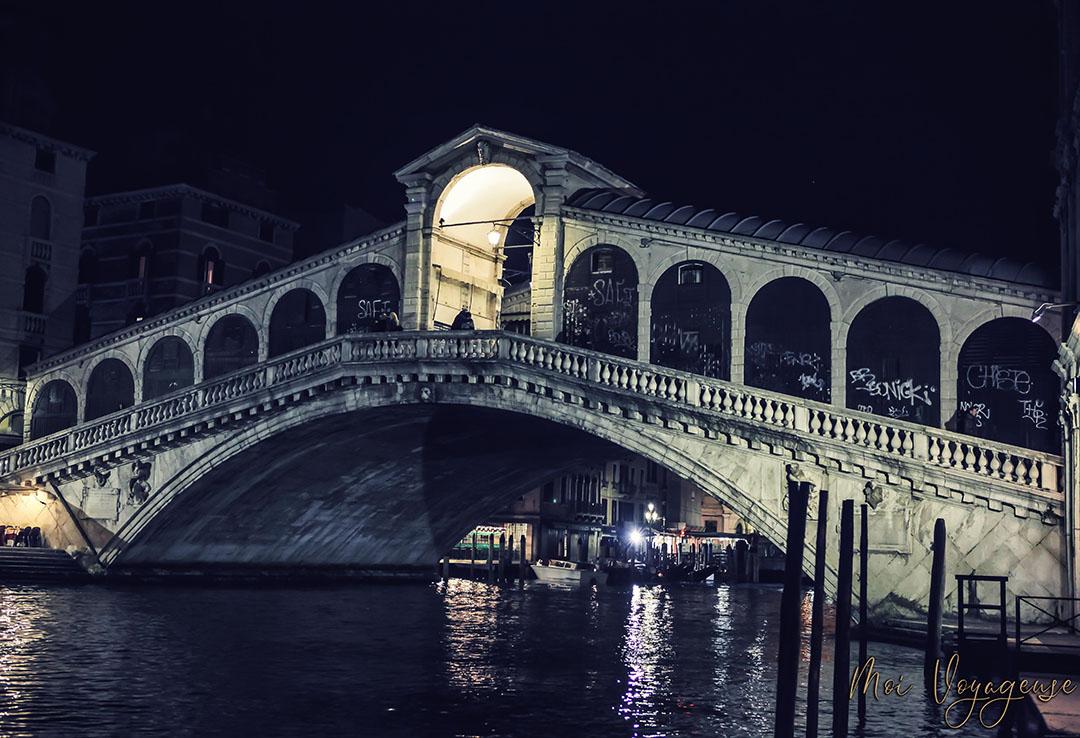 Venise grand canal nuit Rialto Pont