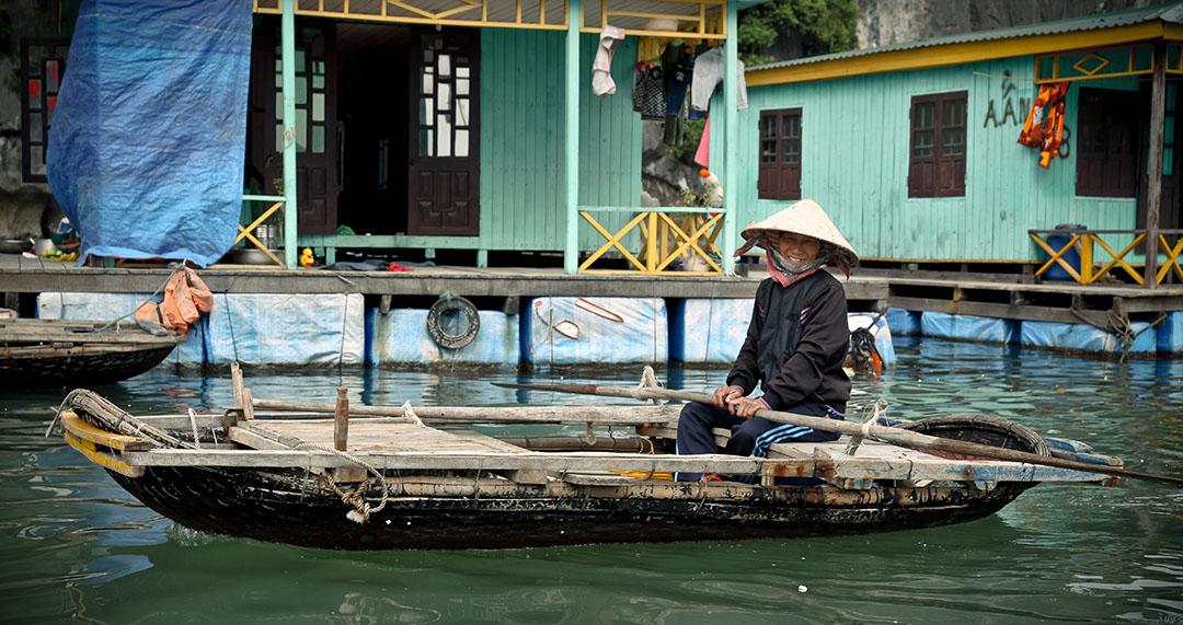Vietnamien sourire baie d'haloong