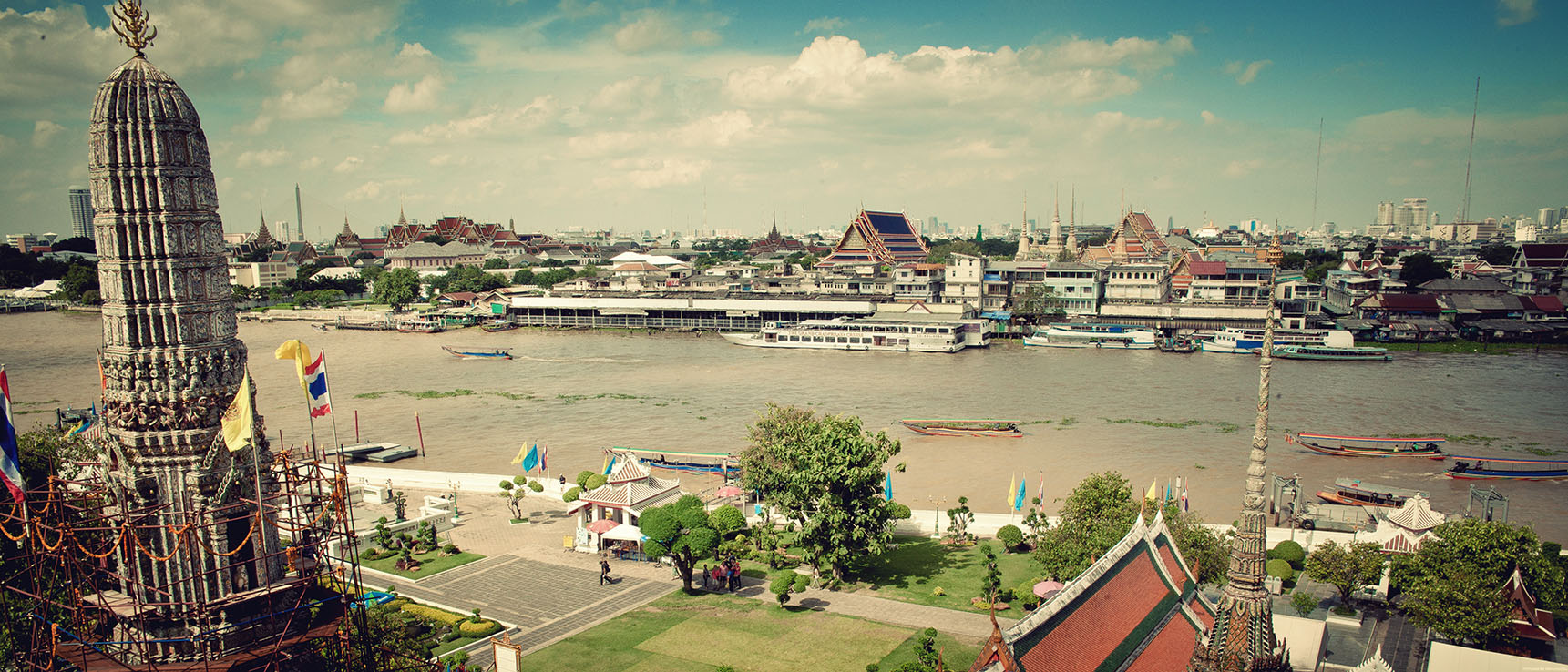 Wat arun temple bangkok thailande Chao Phraya River